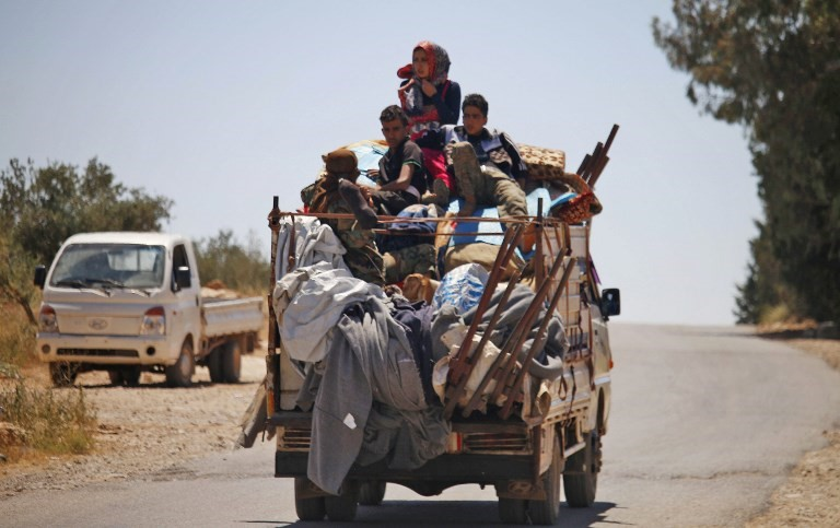 Displaced civilians flee Daraa